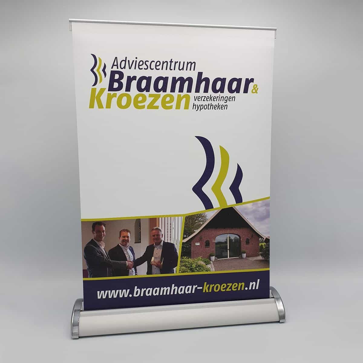 Huisstijl-roll-up-banner-Braamhaar&Kroezen-burobedenkt